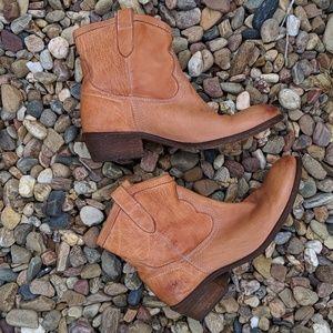 Frye Women's Carson Shortie boots